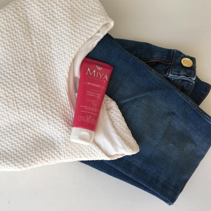 Miya Cosmetics - I love Me - Olejek z róży - krem - sweter - jeansy